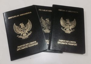 Paspor Diplomatik sampul hitam