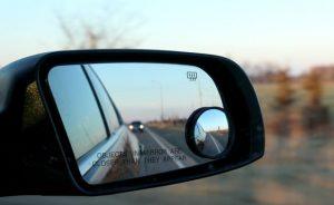 Cermin bantu mengatasi blind spot mobil