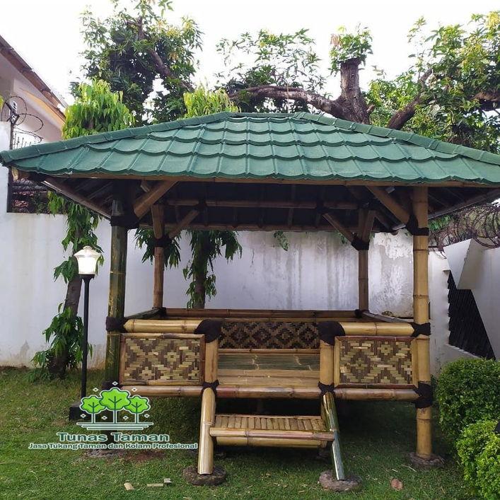 Saung bambu taman