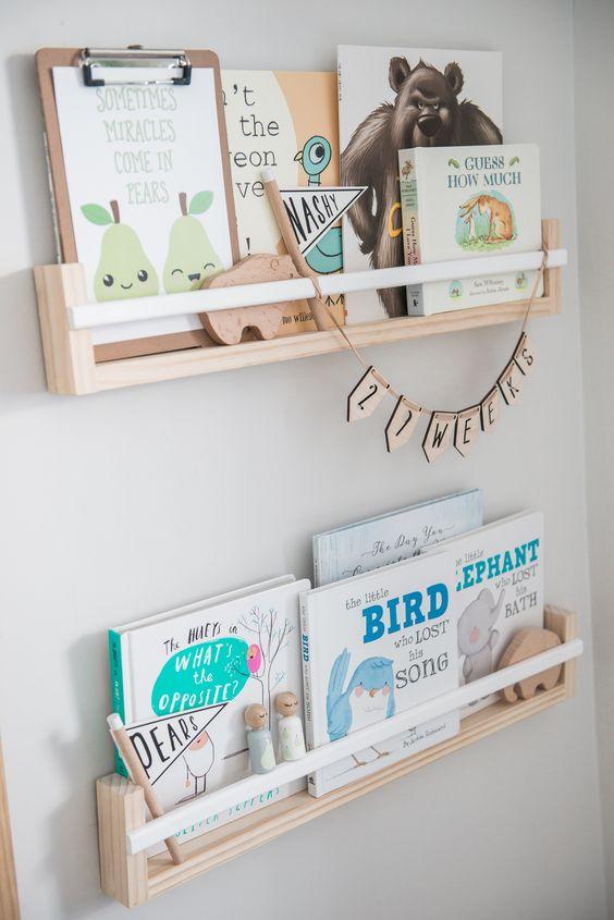 Rak Buku di Kamar Anak