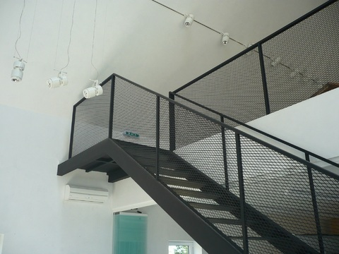 tangga besi