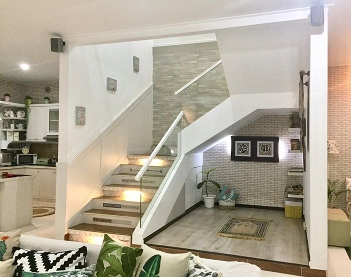 mushola di bawah tangga